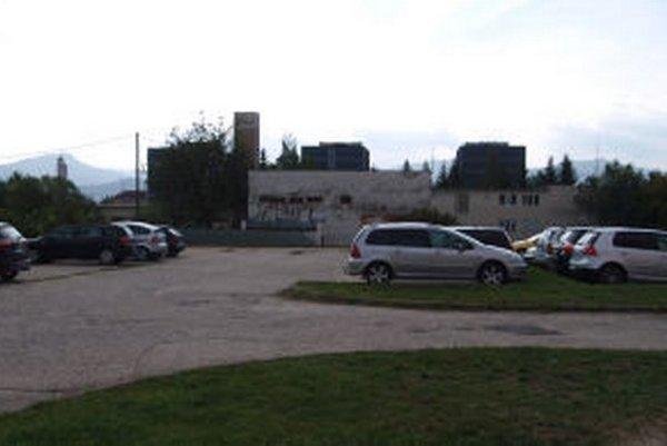 Na tomto mieste má vzniknúť 18 garáží.