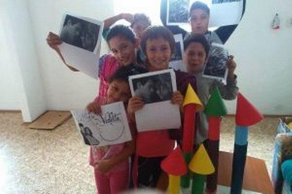 Komunitné centrum navštevujú prevažne deti z rómskych rodín.