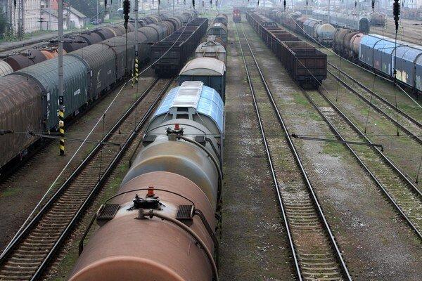 Verejnosť musí počítať s meškaním vlakov.