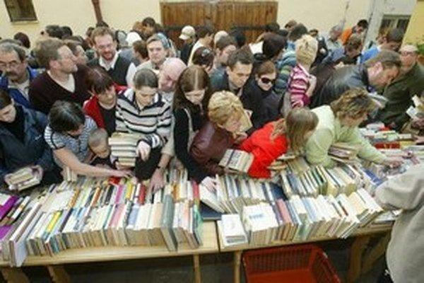 Knihomoľov čaká Burza kníh aj v Dúbravke.