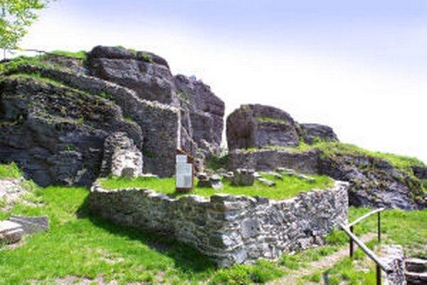 Jeden z prvých turistických chodníkov v krajine smeroval na Sitno.