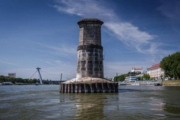 Zo Starého mosta ostali piliere.