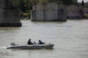 Dno Dunaja prehľadávali sonarom.