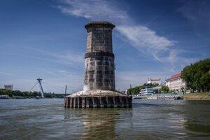 Piliere Starého mosta by mali začať odstraňovať v pondelok.