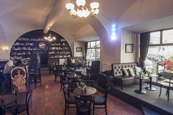 Televízna kaviareň Tele Café, ktorú zriadila mestská časť Staré mesto, sídli na Medenej ulici.