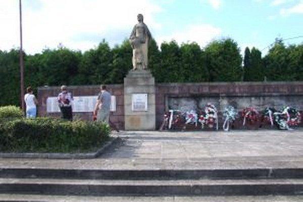 Jeden z najväčších pamätníkov SNP v regióne je v obci Kľak.