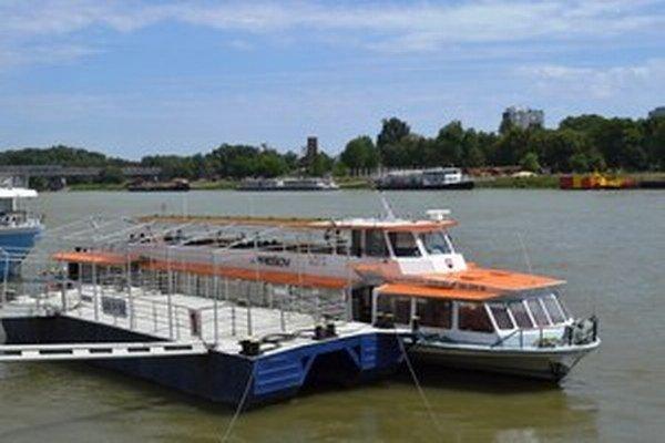 Loď na Dunaji.