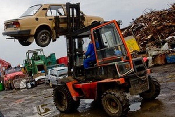 Staré autá sú oficiálne nebezpečným odpadom.