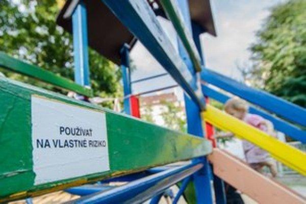 V Slubekovej záhrade pôvodne pestovali bylinky do likérov. Na jej ihrisku sa už vystriedalo niekoľko generácií detí.
