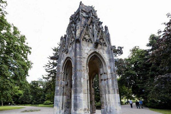Gotická veža františkánskeho kostola v Sade Janka Kráľa.