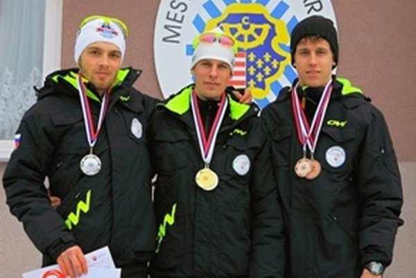 Najlepší na 10 km klasicky. Zľava: Andrej Segeč (ST JASE Látky), Erik Urgela (MKL Kremnica a Martin Kapšo (MKL Kremnica).