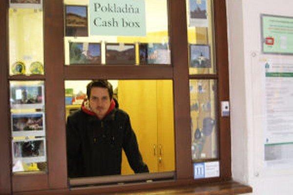 Návštevnosť múzea prezidentské voľby neovplyvnili. Niektorí z turistov si pre ňu vybavili voličské preukazy, ktoré im umožnili voliť v Banskej Štiavnici.