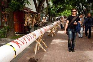 Proti ropovodu protestujú Bratislavčania už niekoľko mesiacov.