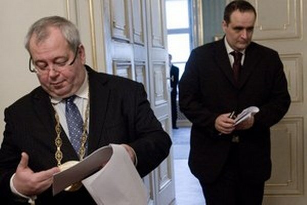 Bývalý a súčasný predseda Bratislavského samosprávneho kraja.