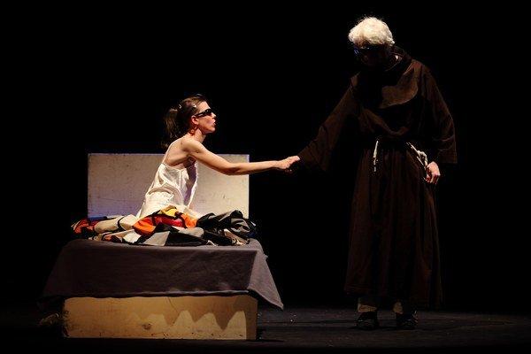 Predstavenie Divadla Zrakáč, Rómeo a Júlia, 2010 réžia: Jozef Pražmári.