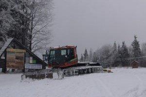 Viac lyžiarov očakávajú počas druhého prázdninového týždňa aj v lyžiarskom centre Skalka arena pri Kremnici.