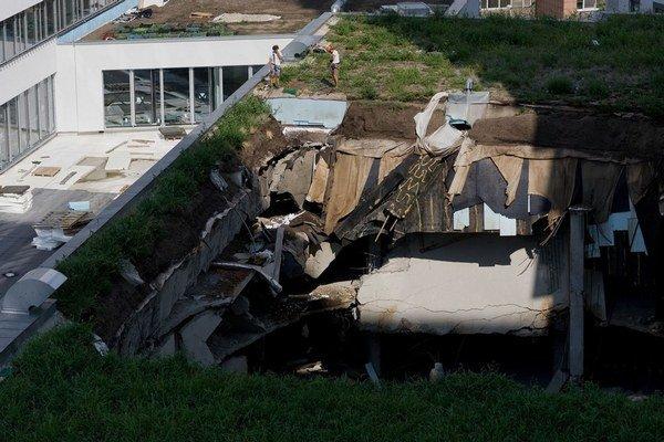 Povesť domu, ktorému sa prepadla preťažená strecha,sa podľa realitnej agentky ešte dá zachrániť.