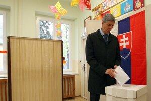 V aktuálnych krajských voľbách uspelo spolu 10 z 11 kanditátov SMK a MostHíd.
