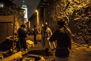 Na mestských hradbách sa cez víkend konali stredoveké vianočné trhy.