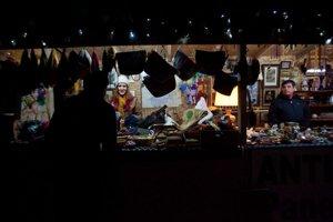 Trhy v tržnici potrvajú do večera.