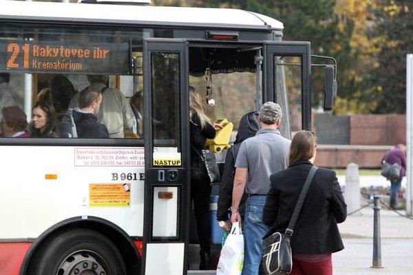 Cestujúci s nárokom na bezplatné cestovanie musia tento nárok každý rok preukázať.