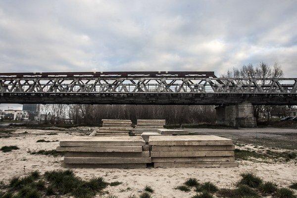Starý most je uzavretý od začiatku decembra, opäť by sa po ňom malo dať prejsť na konci roku 2015.