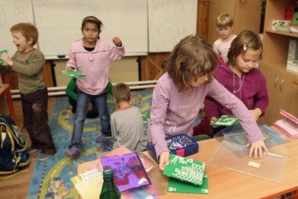 Mestská časť Ružinov prevádzkuje deväť škôl.