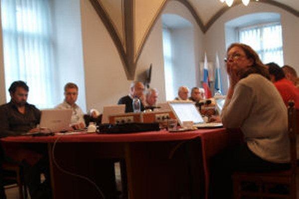 V Banskej Štiavnici sa k obyvateľom dostáva len 33-minútový zostrih z rokovania zastupiteľov.