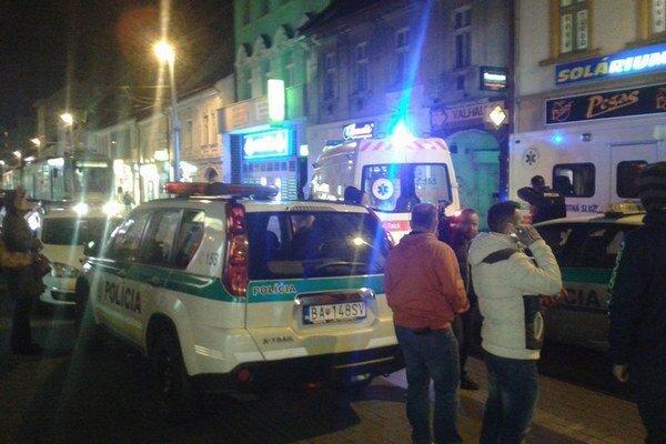 Na Obchodnej ulici sa v utorok podvečer strieľalo.