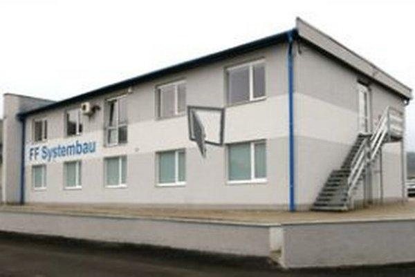 FF Systembau. Výrobný závod spoločnosti momentálne sídli v Hliníku nad Hronom.