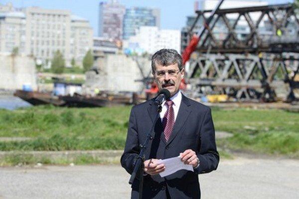Milan Ftáčnik dnes ohlásil kandidatúru na post primátora Bratislavy v novembrových komunálnych voľbách.
