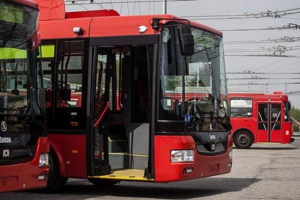 Prvé nové trolejbusy predstavili začiatkom apríla.