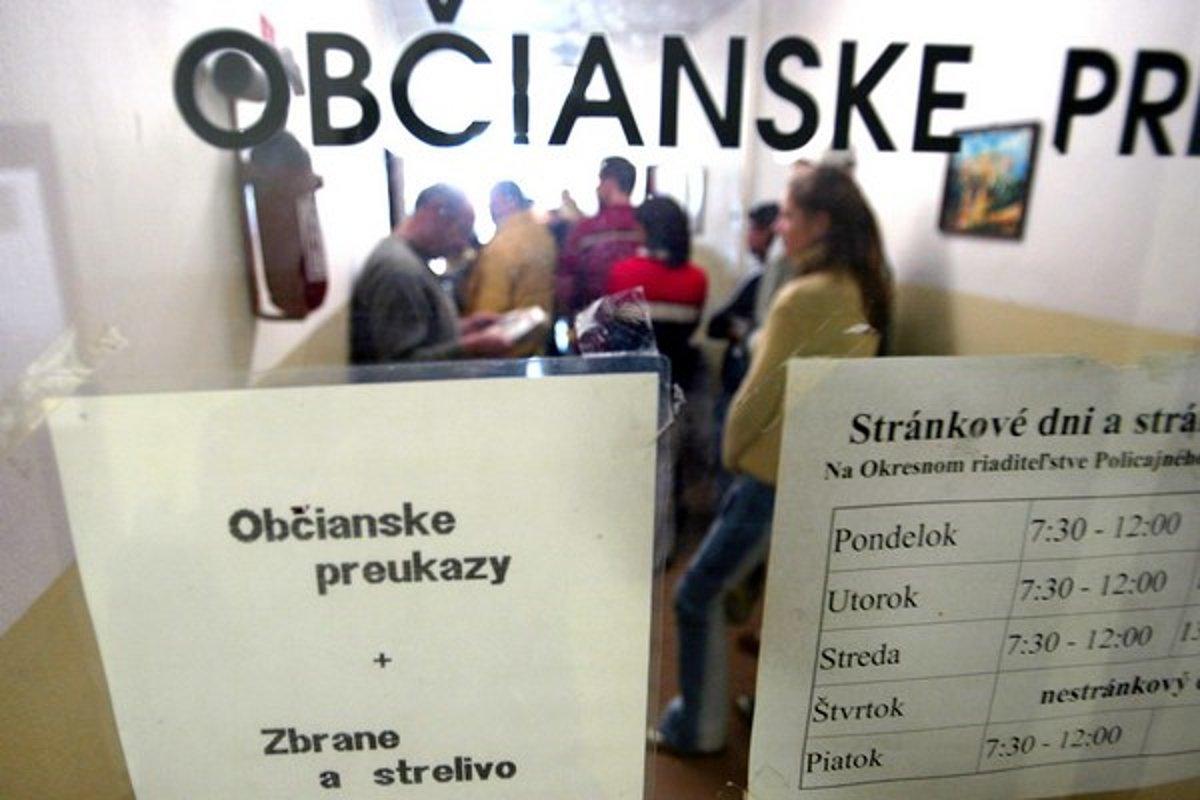 12336404f Zmena pobytu zaberie aj mesiac a stojí aj vyše sto eur - Bratislava SME