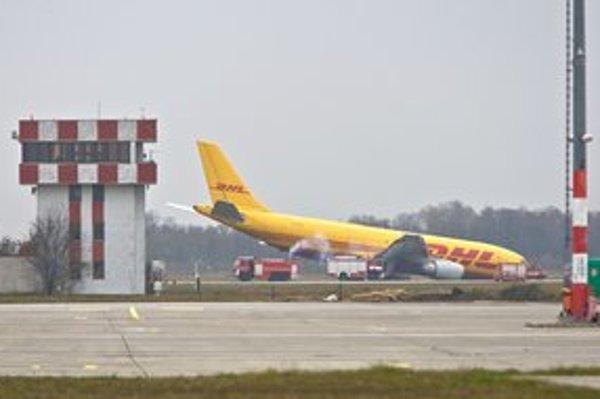 Lietadlo dosadlo na letisku M.R. Štefánika na nos minulý piatok o 5:25 ráno.