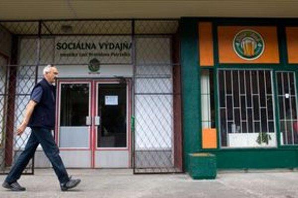 Výdajňu využíva 350 Petržalčanov s príjmom do 300 eur.