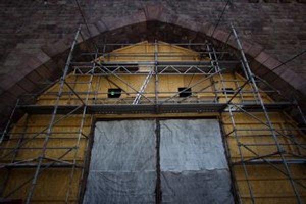 Električkový tunel je stále zatvorený. Opravy zhltnú viac než milión eur.