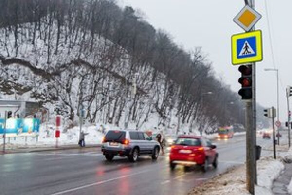 Pri Habánskom mlyne sú semafory už päť rokov. Mesto hovorí, že stále nie sú jeho.
