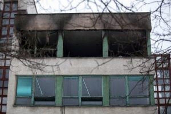 Horelo na treťom poschodí, problémom mohla byť sviečka.