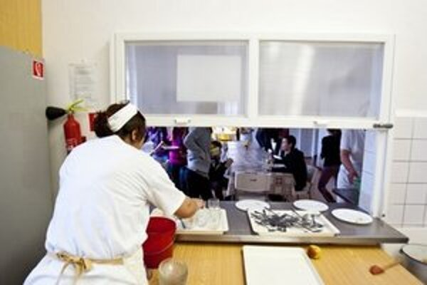 Prevádzku školských jedální čiastočne financujú aj rodičia.