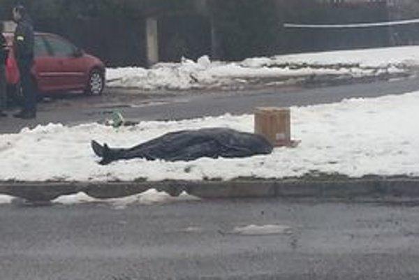 Polícia našla telo ženy a muža.