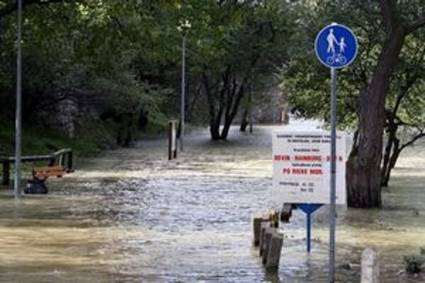 Záplavy na Devíne v roku 2007.