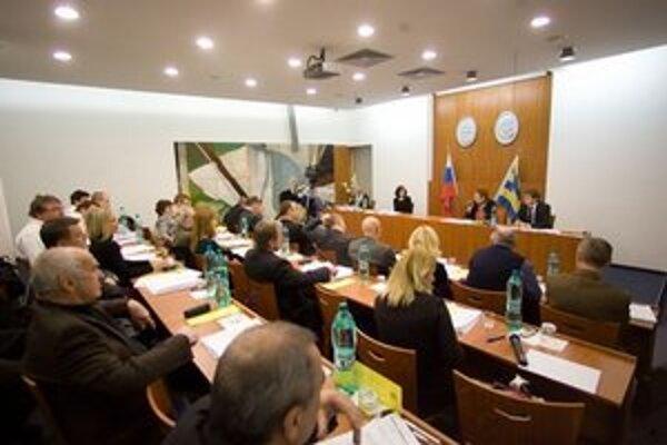 Zastupiteľstvo mestskej časti Karlova Ves dnes schválilo rozpočet s viacerými zmenami.