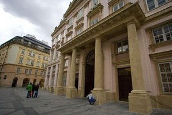 Ocenení pedagógovia si prevzali ceny  v Primaciálnom paláci.