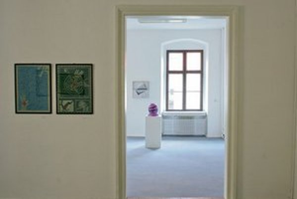 Galéria C. Majerníka sídli v Zichyho paláci. Pohľad do interiéru.