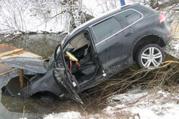 Pokus o únik pred políciou skončil nehodou.