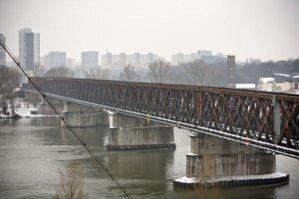 Starý most dostane novú konštrukciu. Bude po ňom premávať električka do Petržalky.