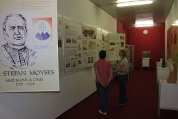 Pamätnú izbu Štefana Moysesa zriadili v Mestskom kultúrnom centre v Žiari nad Hronom.