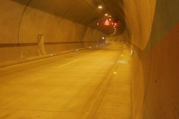 Pravidelnú údržbu tunela robili tentokrát v noci.