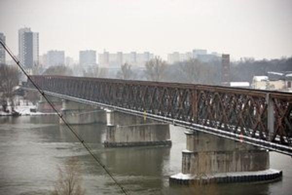 Starý most bude nový, dostane novú konštrukciu. Dielo prebieha bez architektonickej súťaže.