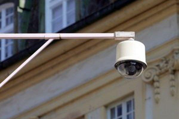 Bezpečnostné kamery majú viaceré mestské časti, do roka ich inštalujú aj v Rači.